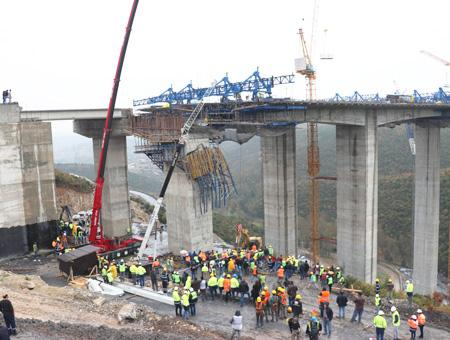 Kocaeli accidente obras puente