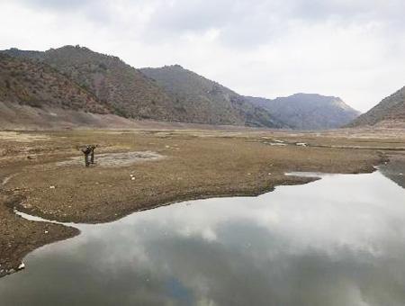 Medioambiente lago pantano sequia