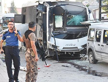 Adana bomba autobus policia