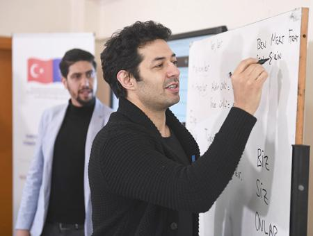 Estambul actor mert firat clases refugiados