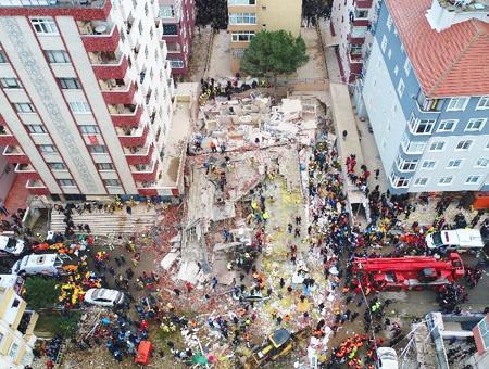 Estambul derrumbe edificio