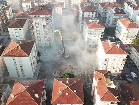 Estambul kartal derrumbe edificios