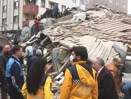 Estambul kartal edificio derrumbado