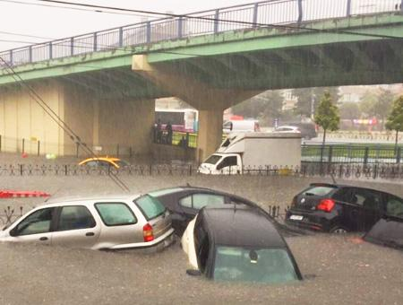Estambul lluvia inundaciones caos