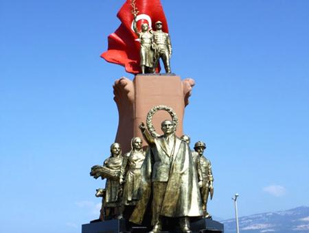 Monumento a Atatürk en İskenderun (Alejandreta)