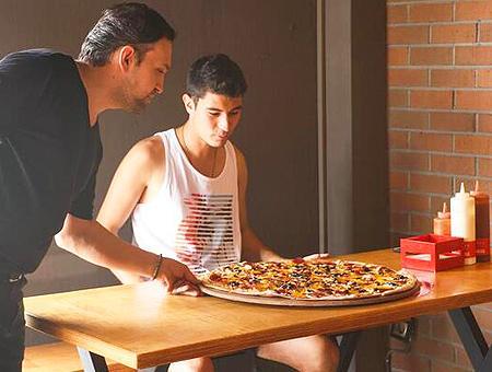 Izmir reto pizza moneda oro