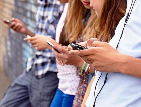 Jovenes telefono movil