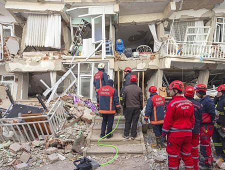 Elazig edificios derrumbados terremoto