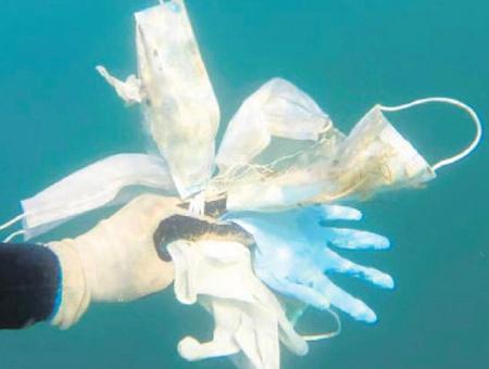 Estambul contaminacion bosforo guantes mascarillas