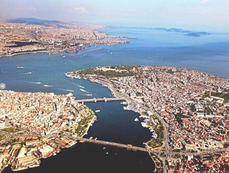 Por primera vez en 16 años cae el número de turistas extranjeros que visitan Estambul