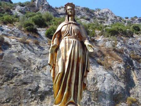 Izmir estatua virgen maria