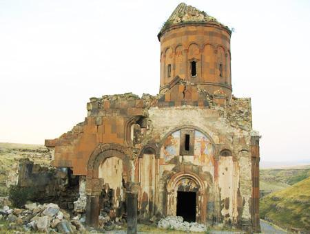 Crecen las visitas a las ruinas de Ani tras ser declaradas Patrimonio de la Humanidad