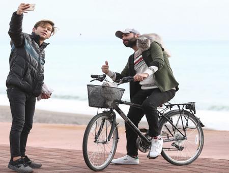 Antalya paseo gatos bicicleta viral