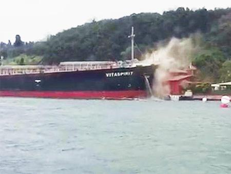 Estambul bosforo choque carguero