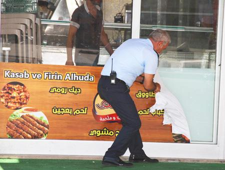 Estambul carteles arabe sirios