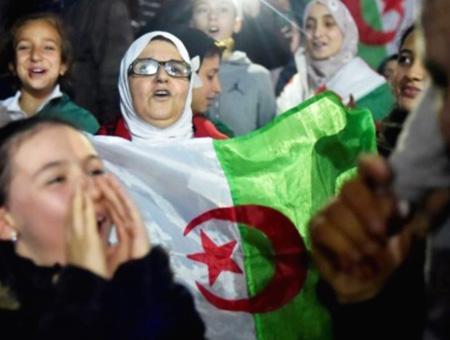 Argelia celebraciones dimision buteflika