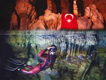 Buceadora turca ercumen record mundial