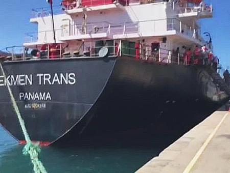 Espana canarias rescate inmigrantes barco turco