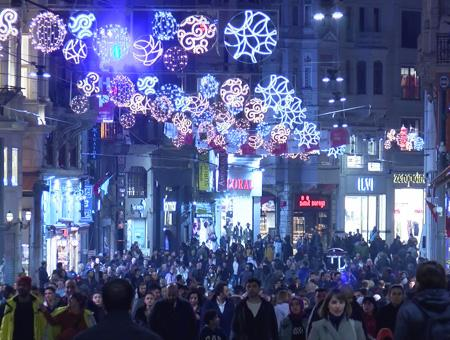 Estambul avenida istiklal luces nochevieja