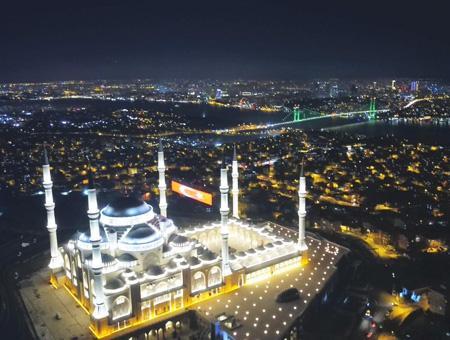 Estambul mezquita camlica noche