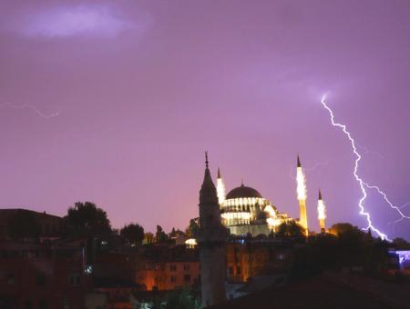 Estambul rayo tormenta mezquita