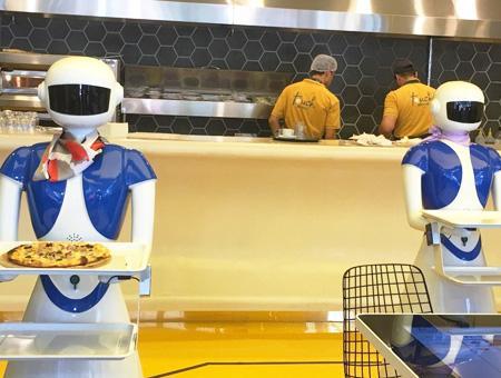 Estambul robots androides camareros