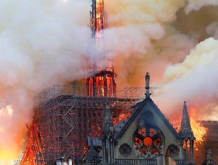Francia paris incendio notre dame