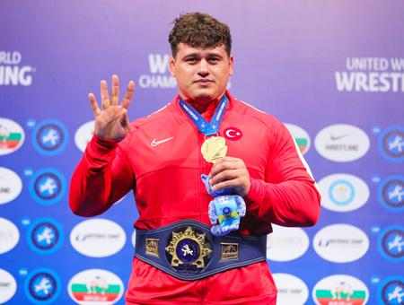 Kazajistan riza kayaalp medalla campeon