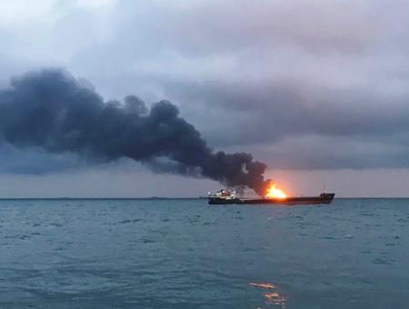 Ucrania crimea incendio carguero