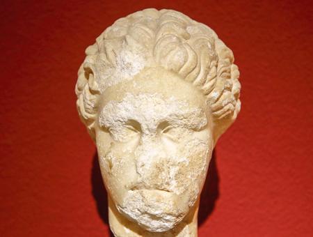 Antalya estatua poetisa griega safo