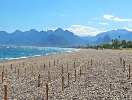 Antalya playa konyaalti coronavirus