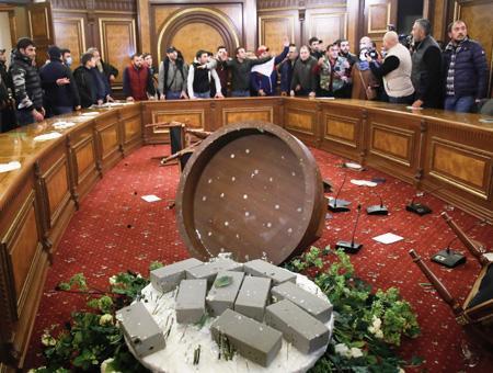 Armenia asalto parlamento erevan
