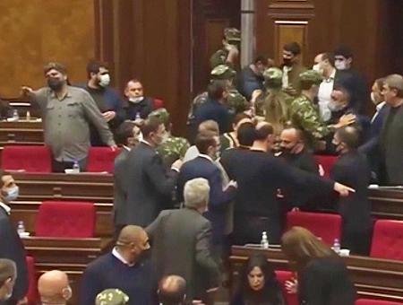 Armenia pelea diputados parlamento
