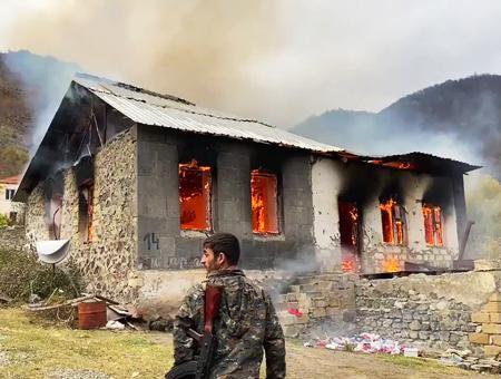 Caucaso karabaj armenios queman casas