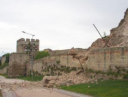 Estambul derrumbe muralla historica