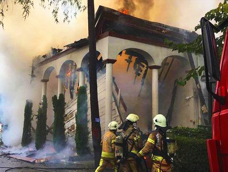 Estambul incendio mezquita vanikoy