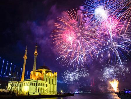 Estambul ortakoy fuegos ano nuevo