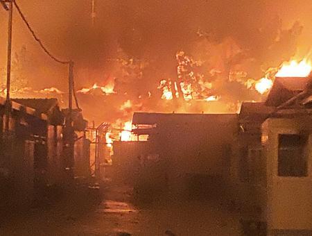 Grecia incendio campo refugiados moria