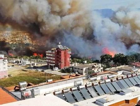 Turquia incendio forestal residencias