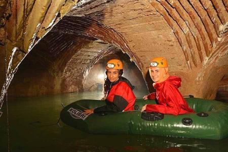 Estambul explorando cisternas subterraneas