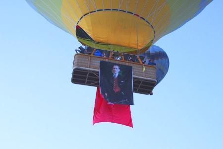 Turquia globos capadocia banderas ataturk