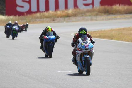 Turquia primer campeonato carreras motociclismo femenino