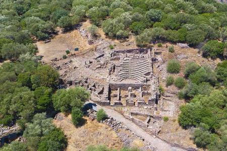 Turquia ruinas ciudad romana aigai aeolis